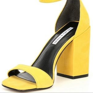 💛Gorgeous yellow Suede Sandals💛